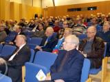 Yleisöä Oulun kaupunginkirjaston Pakkala-saliin kokoontui n. 120 aktiivista ja aiheesta kiinnostunutta kuulijaa.