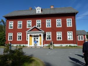 Säveltäjämestari Jean Sibelius ja Aino Järnefelt vihittiin Järnefeltien kesäpaikassa Vaasan lähistöllä Maksamaalla  10. kesäkuuta 1982.